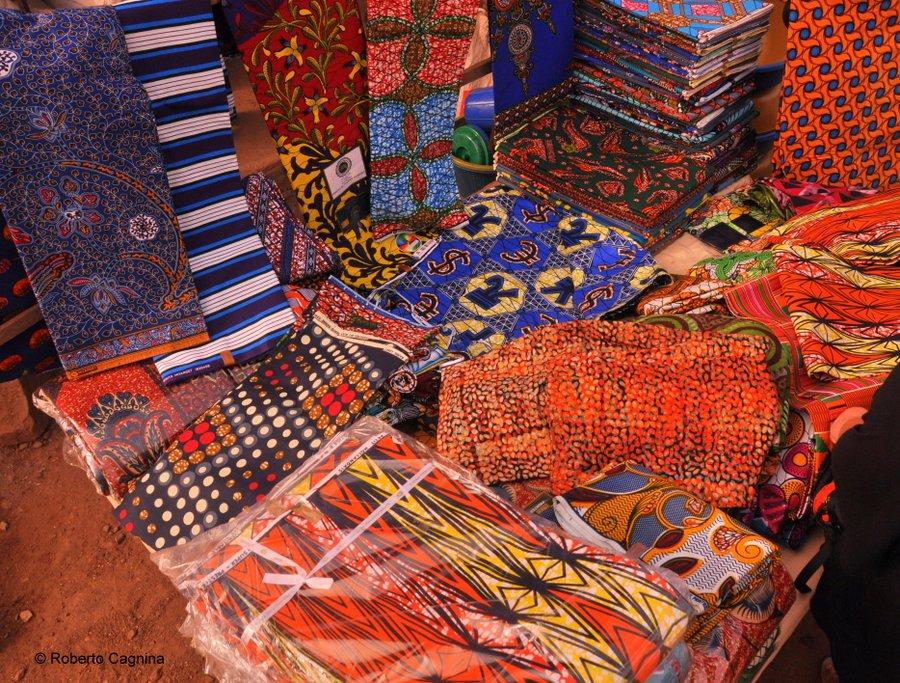 Cosa vedere in Ghana Togo e Benin stoffe colorate