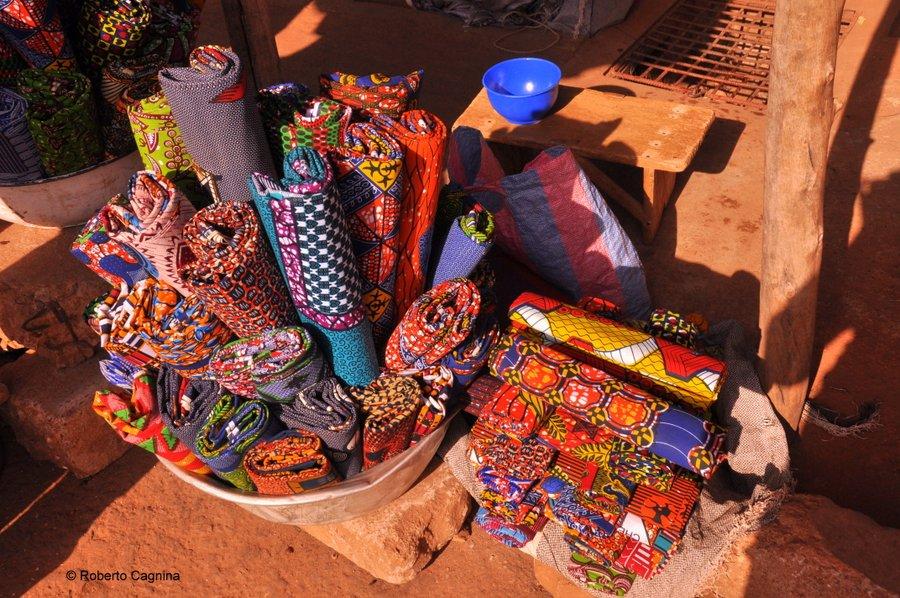 Cosa vedere in Ghana Togo e Benin i mercati stoffe colorate