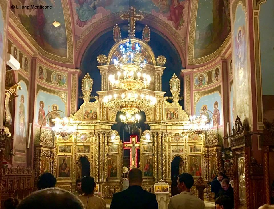 Consigli per viaggiare in Romania aeroporto di Bacau in città interno chiesa ortodossa