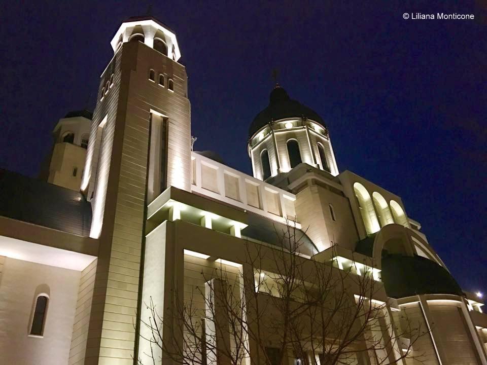 Consigli per viaggiare in Romania aeroporto di Bacau in città chiesa
