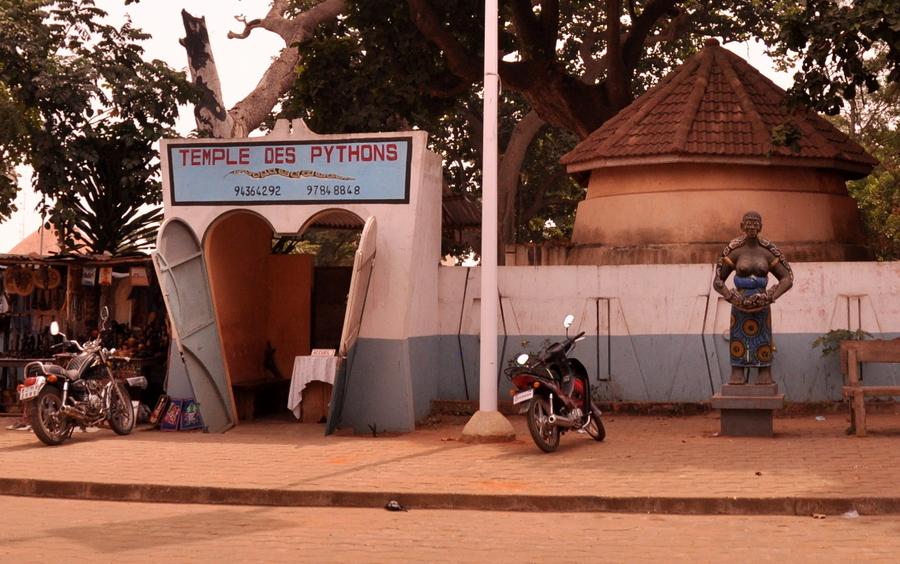 Festival Vodoo Internazionale di Ouidah in Benin tempio del pitone