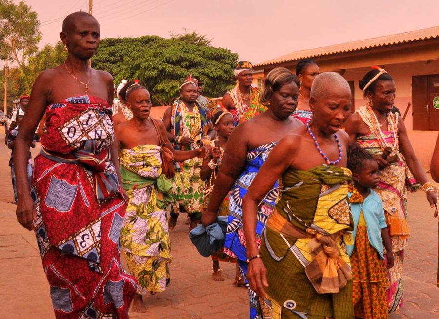 Festival Vodoo Internazionale di Ouidah in Benin cacofonia di suoni e colori