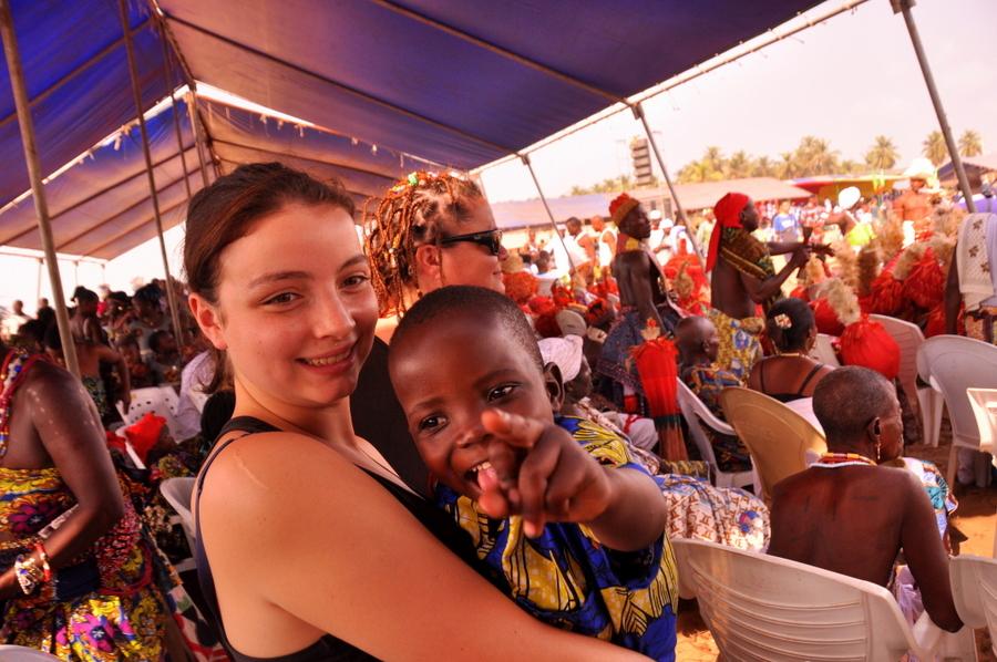 Festival Vodoo Internazionale di Ouidah in Benin Valeria con i bambini