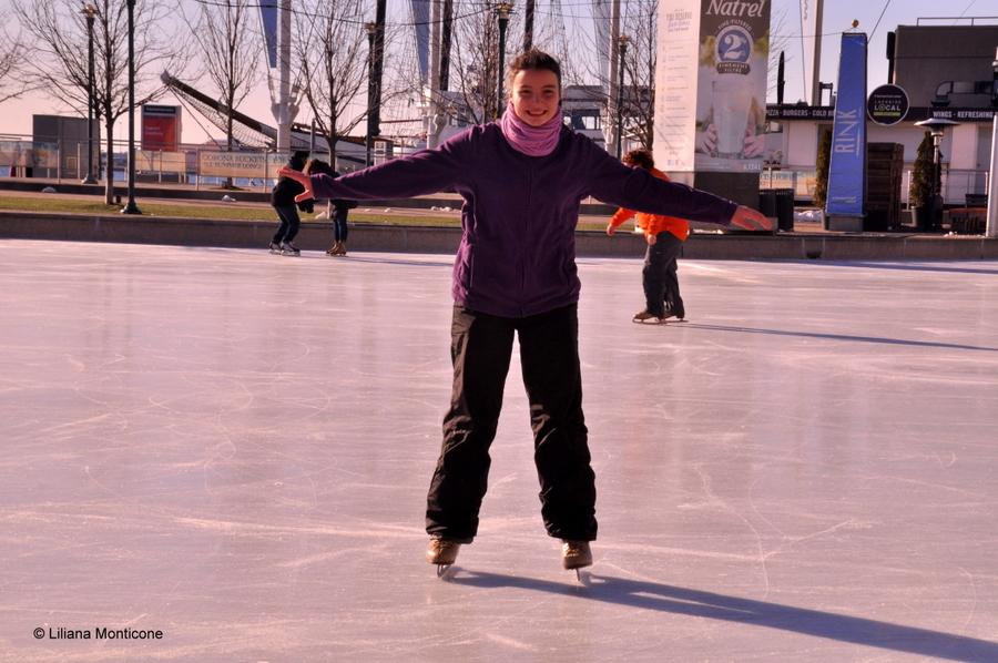 Canada on the road in inverno toronto cn tower pattinaggio ghiaccio