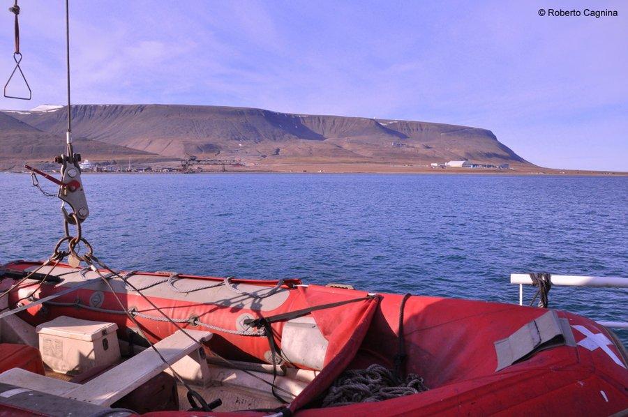 Escursioni alle Isole Svalbard Pyramiden in navigazione