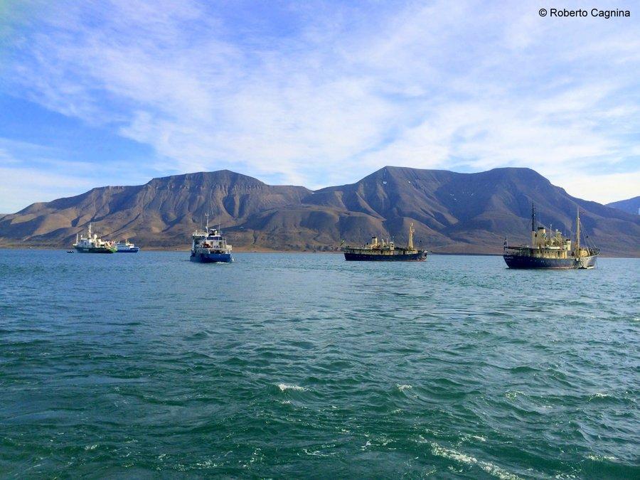 Escursioni alle Isole Svalbard Pyramiden partenza dal porto di Longyearbyen