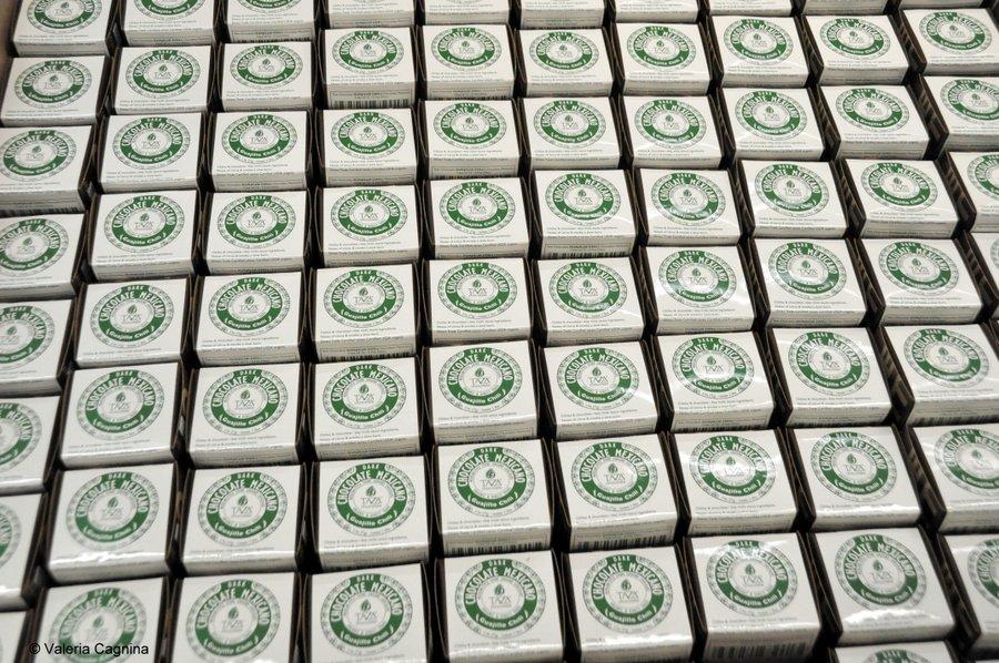 Visitare una fabbrica di cioccolato a Boston Taza confezionamento