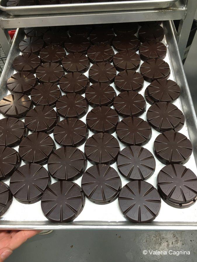 Visitare una fabbrica di cioccolato a Boston Taza lavorazione