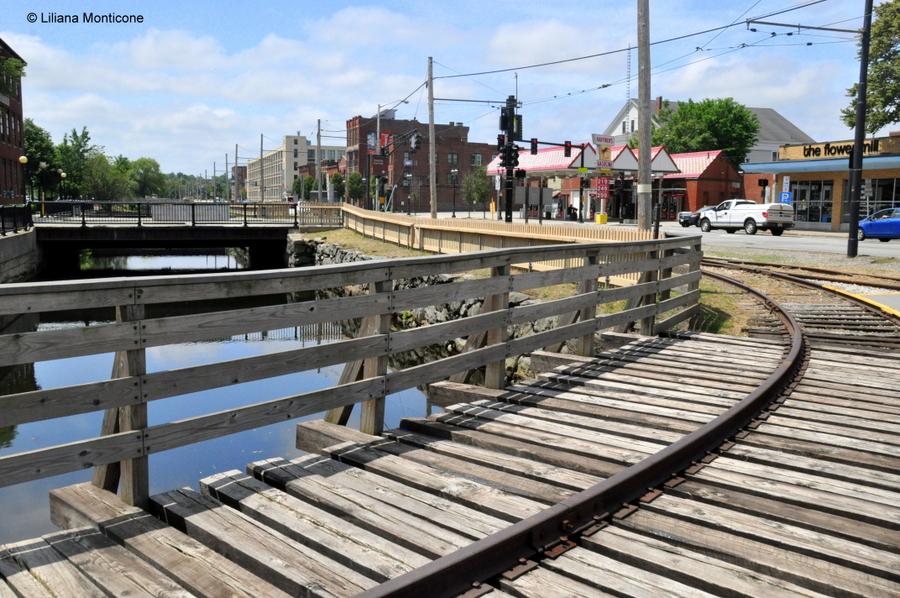 Protagonista la storia a Lowell in Massachusetts trolley e canali
