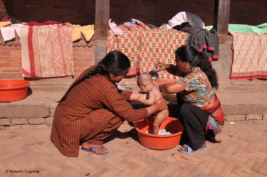 on the road in Nepal città e villaggi