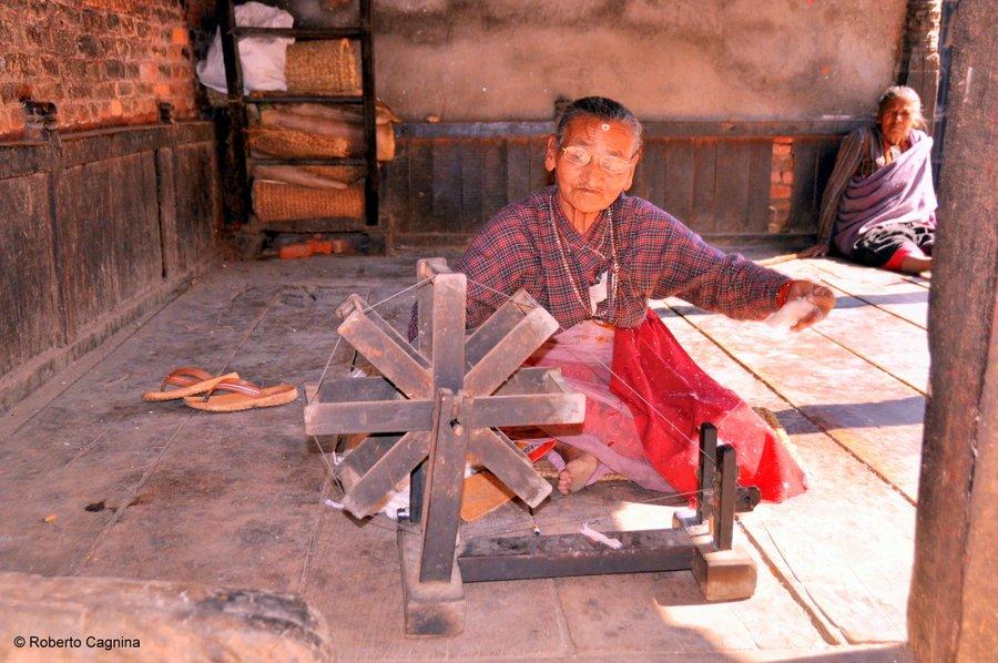 on the road in Nepal professioni d'altri tempi