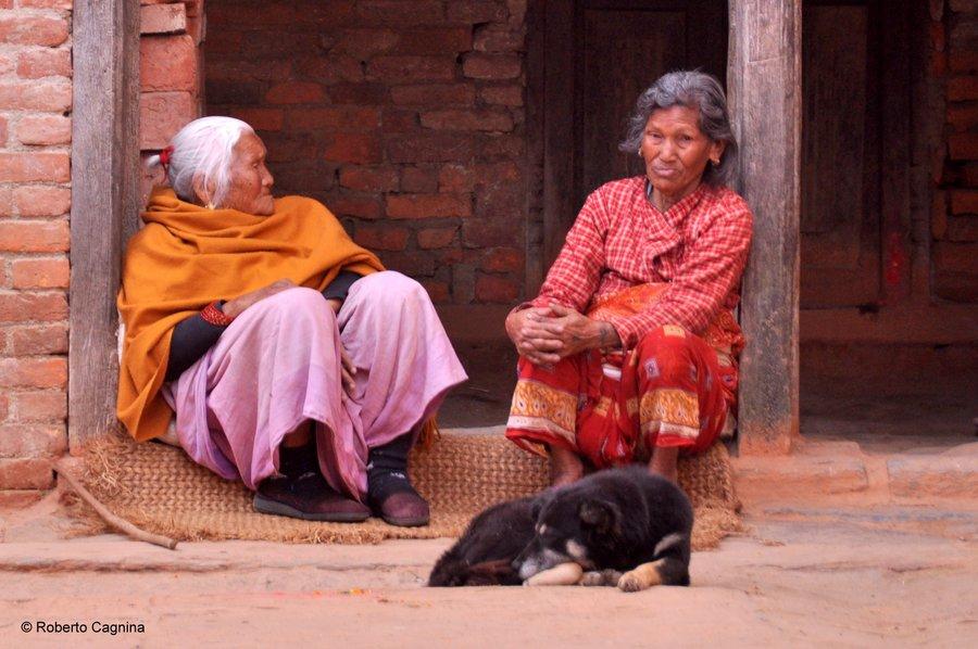 on the road in Nepal i volti e le persone
