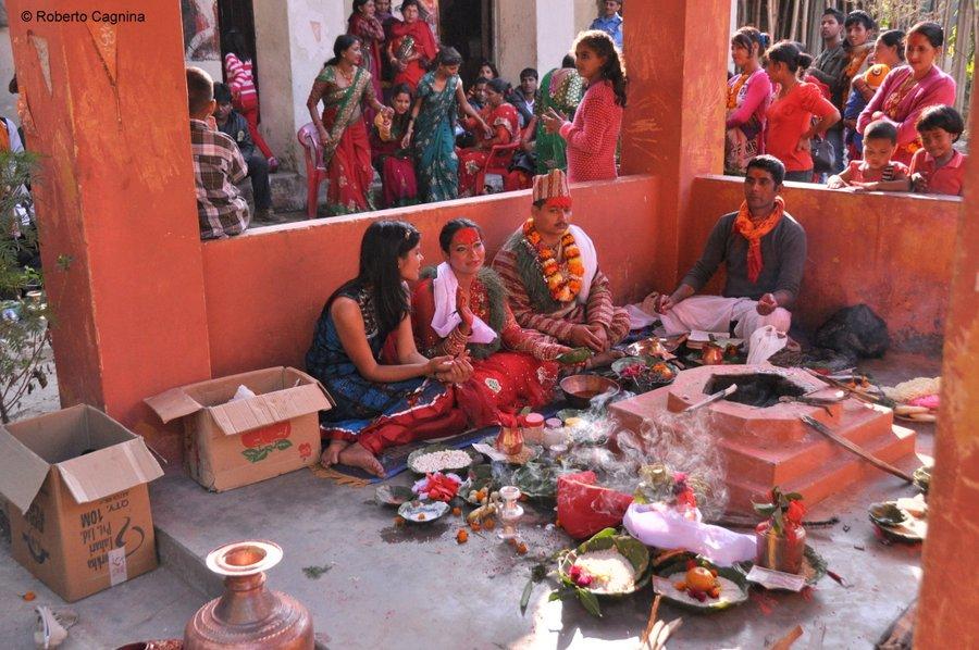 on the road in nepal villaggi e paesi matrimonio