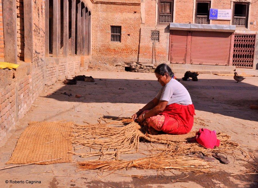 on the road in Nepal lavori d'altri tempi