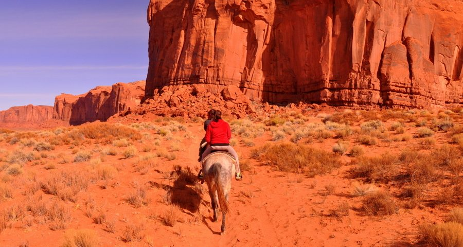 Visit the Monument Valley riding low cost