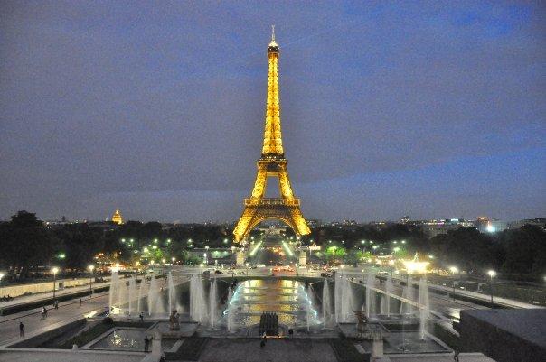 Cosa vedere a Parigi in due giorni torre eiffel illuminata
