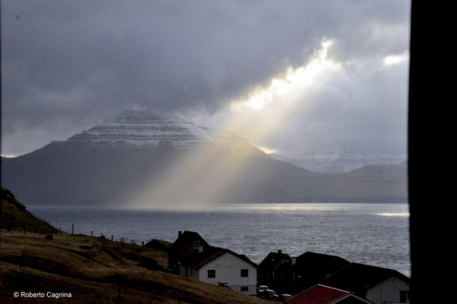 paradiso alle isole faroe on the road fiordo